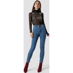 Dilara x NA-KD Jeansy Basic Skinny - Blue. Niebieskie spodnie z wysokim stanem Dilara x NA-KD, z jeansu. Za 161,95 zł.