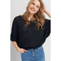 Swetry klasyczne damskie: Sweter nietoperz ze strukturą
