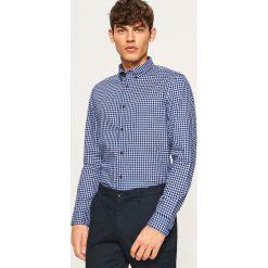 Koszula w kratkę slim fit - Granatowy. Białe koszule męskie slim marki Reserved, l, z dzianiny. Za 99,99 zł.