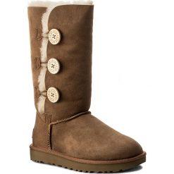Buty UGG - W Bailey Button Triplet II 1016227 W/Che. Szare buty zimowe damskie marki Ugg, z materiału, z okrągłym noskiem. Za 1249,00 zł.