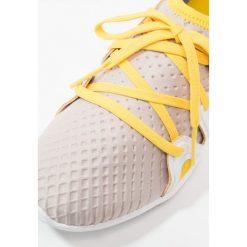 Buty do fitnessu damskie: adidas by Stella McCartney CRAZYMOVE PRO Obuwie treningowe peach rose/footwear white/super yellow