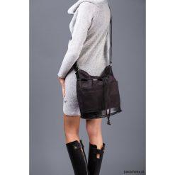 YOCCA - torba worek - czarna. Czarne torebki klasyczne damskie Pakamera. Za 148,00 zł.