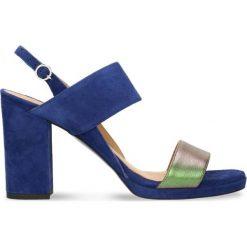Sandały FUMI. Niebieskie sandały damskie na słupku Gino Rossi, w paski, ze skóry, na wysokim obcasie. Za 179,90 zł.