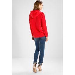 Bluzy damskie: Calvin Klein Jeans HOWARA TRUE ICON HOODY  Bluza z kapturem tango red