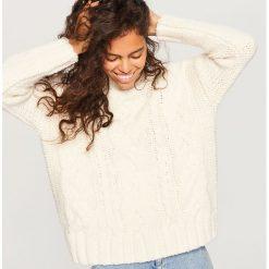 Gruby sweter ze stójką - Kremowy. Białe swetry klasyczne damskie marki Reserved, l, z dzianiny. Za 139,99 zł.
