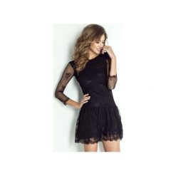 Sukienka Scarlett. Czarne sukienki balowe marki Wow fashion, na randkę, w koronkowe wzory, z elastanu, dekolt w kształcie v, dopasowane. Za 499,00 zł.