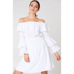 NA-KD Boho Sukienka mini z odkrytymi ramionami - White. Czerwone sukienki boho marki Mohito, l, z materiału, z falbankami. W wyprzedaży za 85,37 zł.