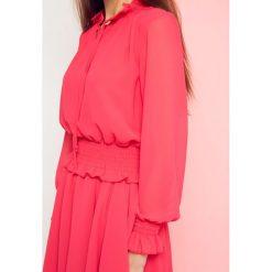 Sukienka z wiązaniem pod szyją Cocomore Boutiqe różowa. Czerwone sukienki na komunię Yups, l, w jednolite wzory, z falbankami. Za 139,93 zł.