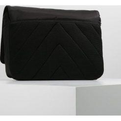 Calvin Klein MATTHEW MESSENGER Torba na ramię black. Czarne torby na ramię męskie marki Calvin Klein. W wyprzedaży za 335,20 zł.