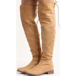 Camelowe Kozaki Edmonton. Brązowe buty zimowe damskie marki Born2be, z okrągłym noskiem, na płaskiej podeszwie. Za 119,99 zł.