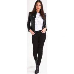 Calvin Klein Jeans MID RISE SKINNY Jeans Skinny Fit black. Czarne jeansy damskie relaxed fit Calvin Klein Jeans, z bawełny. W wyprzedaży za 377,30 zł.