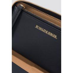 Portfele damskie: By Malene Birger Portfel Remigiosm – Grey,Multicolor