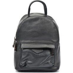 Torebki i plecaki damskie: Skórzany plecak w kolorze czarnym – (S)21 x (W)16 x (G)9 cm