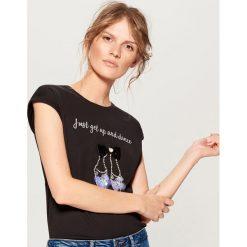Odzież damska: Bawełniana koszulka z aplikacją - Brązowy