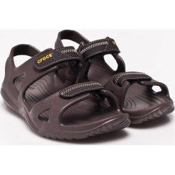 Crocs - Sandały. Brązowe sandały męskie marki Crocs, z materiału. W wyprzedaży za 159,90 zł.