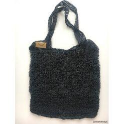 Siatka z niebieskiej dratwy wykonana na drutach. Niebieskie shopper bag damskie Pakamera, na ramię. Za 159,00 zł.