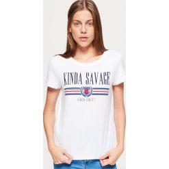 Koszulka z nadrukiem - Biały. Białe t-shirty damskie marki Cropp, l, z nadrukiem. Za 39,99 zł.
