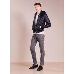 Chinosy męskie: Emporio Armani Spodnie materiałowe grigio carbone