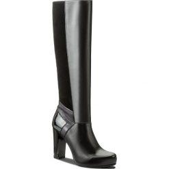 Kozaki GINO ROSSI - Serena DKH135-T14-E149-9999-0 99/99. Czarne buty zimowe damskie marki Gino Rossi, z lakierowanej skóry. W wyprzedaży za 399,00 zł.