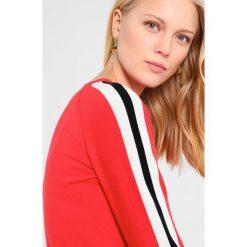 Swetry klasyczne damskie: Soyaconcept DOLLIE  Sweter strawberry combi