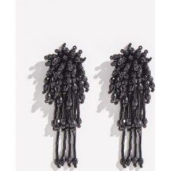 Długie kolczyki z koralikami - Czarny. Czarne kolczyki damskie Sinsay. Za 19,99 zł.