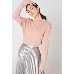 Rut&Circle Sweter z półgolfem Cailyn - Pink. Szare swetry klasyczne damskie marki Vila, l, z dzianiny, z okrągłym kołnierzem. W wyprzedaży za 44,38 zł.