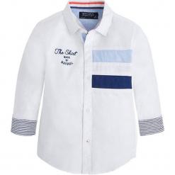 Koszula w kolorze białym. Białe koszule chłopięce marki Mayoral, z klasycznym kołnierzykiem. W wyprzedaży za 69,95 zł.