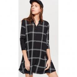 Koszulowa sukienka oversize - Czarny. Czarne sukienki marki Cropp, l, z koszulowym kołnierzykiem, koszulowe. Za 69,99 zł.