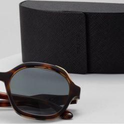 Prada Okulary przeciwsłoneczne grey/brown. Szare okulary przeciwsłoneczne damskie lenonki marki Prada. Za 989,00 zł.
