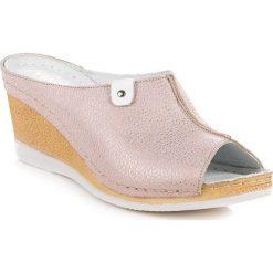 Różowe klapki na koturnie VINCEZA różowe. Czerwone buty ślubne damskie marki Reserved, na wysokim obcasie. Za 159,99 zł.