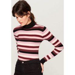 Dopasowany sweter z golfem - Różowy. Czerwone golfy damskie marki Mohito, z bawełny. Za 89,99 zł.