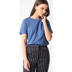 NA-KD Basic T-shirt basic - Blue. Niebieskie t-shirty damskie NA-KD Basic, z bawełny, z okrągłym kołnierzem. W wyprzedaży za 37,07 zł.