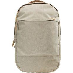 Incase INCASE CITY COMPACT BACKPACK Plecak beige. Brązowe plecaki męskie Incase. Za 459,00 zł.