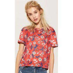 T-shirty damskie: T-shirt w kwiaty – Czerwony