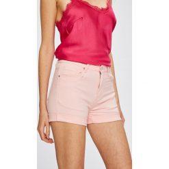 Answear - Szorty. Różowe bermudy damskie ANSWEAR, z bawełny, casualowe. W wyprzedaży za 39,90 zł.