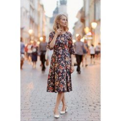 Sukienki hiszpanki: Sukienka Kaja ciemnogranatowa kwiecista 32