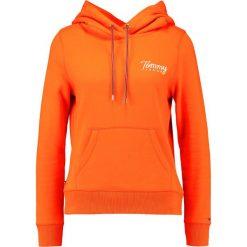 Bluzy damskie: Tommy Jeans Bluza z kapturem spicy orange
