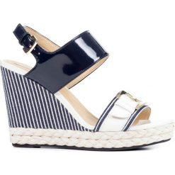 Sandały GEOX D JANIRA. Niebieskie sandały damskie Geox, z tworzywa sztucznego. Za 269,90 zł.