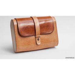 Torebka skórzana z drewnem R-4 mała blankowa. Szare torebki klasyczne damskie marki Pakamera, z materiału, małe. Za 340,00 zł.