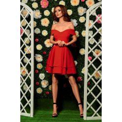Zjawiskowa sukienka bardotka czerwony LAURA. Czerwone sukienki letnie marki Lemoniade, na imprezę, z falbankami. Za 199,90 zł.
