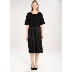 Sukienki hiszpanki: JUST FEMALE BOXY Sukienka letnia black