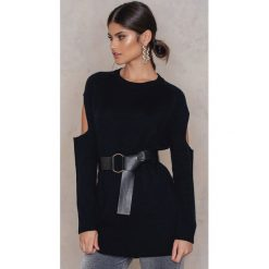 Swetry oversize damskie: Rut&Circle Sweter z rozcięciami na rękawach Sofi – Black