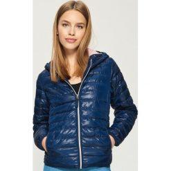 Pikowana kurtka z kapturem - Granatowy. Niebieskie kurtki damskie pikowane marki Sinsay, l, z kapturem. W wyprzedaży za 59,99 zł.