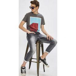 Medicine - Jeansy Desert Grunge. Szare jeansy męskie relaxed fit marki MEDICINE. W wyprzedaży za 79,90 zł.