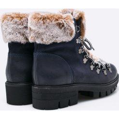 Tamaris - Botki. Szare buty zimowe damskie marki Tamaris, z materiału, z okrągłym noskiem, na sznurówki. W wyprzedaży za 199,90 zł.