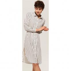 Koszulowa sukienka z wiązaniem - Kremowy. Białe sukienki z falbanami marki House, m, z koszulowym kołnierzykiem, koszulowe. Za 89,99 zł.