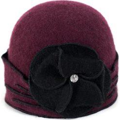 Czapka damska Elegancki bratek buraczkowa (cz14220). Czerwone czapki zimowe damskie marki Art of Polo. Za 61,09 zł.