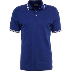 Emporio Armani Koszulka polo blu surf. Niebieskie koszulki polo Emporio Armani, m, z bawełny. Za 589,00 zł.