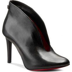Szpilki CARINII - B3255 E50-000-000-A92. Czarne botki damskie skórzane marki Carinii, eleganckie, na obcasie. W wyprzedaży za 229,00 zł.