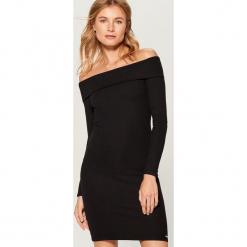 Sukienka z odkrytymi ramionami - Czarny. Czarne sukienki z falbanami marki Mohito, l, z odkrytymi ramionami. Za 159,99 zł.